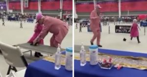 """Dog Show Judge Asks Sweet Autistic Girl To Present Her """"Dog"""""""